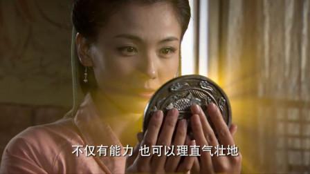 铜镜中的美女貌美如花,没料铜镜显灵冒出金光