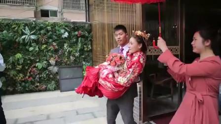 结婚:广东一亿万富翁嫁独生女儿,1米7的大美女,猜猜新郎啥身份