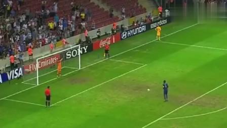 真是急死个人,足球场上最慢的点球主罚,就像是老大爷散步