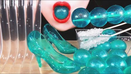 美女直播吃面条果冻、水晶鞋,一口咬下去真过
