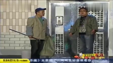 小品《开门》:句号回家被人当小偷,尴尬误会
