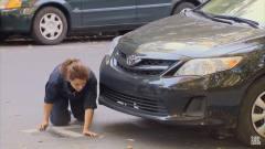 国外恶搞搞笑集锦 吉普车突然滑坡吓坏路人切割