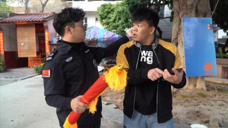 闽南语搞笑视频:小伙揭不开锅,讨钱反被保安