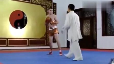 太极拳大战格斗高手, 大师一掌,就把拳击手震