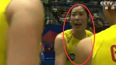 中国女排比分落后士气低沉,朱婷大喊3个字,全