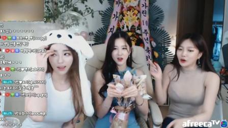韩国三大美女联动直播,一个比一个美,背后是