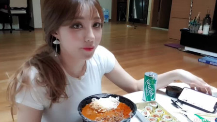 韩国美女主播智媛直播,吃面喝啤酒,网友:来