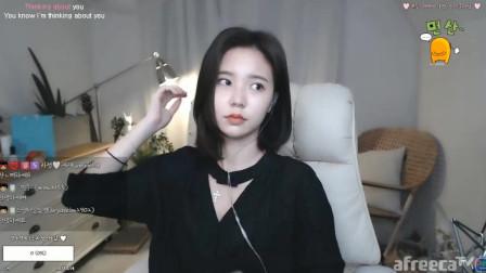 韩国美女主播花井直播,大嘴唇太可爱了