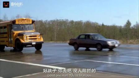 美女感觉不对劲,立马开车堵住路口,不料灾难