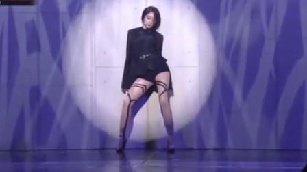 朴智妍穿3万块丝袜可爱热舞,最后这个动作,我直接阵亡了