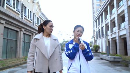 闽南语搞笑视频:美女扔鸡腿被教育,遇小伙捡