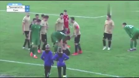 """踢球还是杀人欧洲赛场惊现""""少林飞脚"""", 国足球员也曾这么干过"""