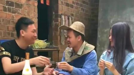 广西老表搞笑视频:小伙跟老丈人炫富,看到老