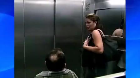 国外爆笑街头恶搞:乘电梯时突然进入黑洞,魁