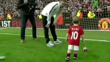 欧洲足球场上:当2岁小男孩踢球进门时,才知道什么叫足球文化