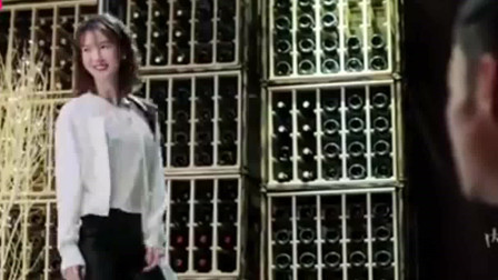 我们都要好好的:艾丽莎在酒吧跳钢管舞,气氛
