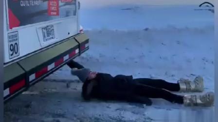 """搞笑视频:""""如果你错过了公共汽车""""的其他部"""