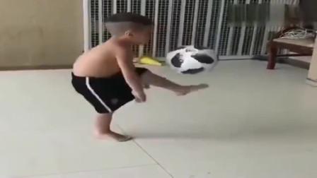 三岁小孩踢球都这个水平, 怪不得欧洲足球水平那么高