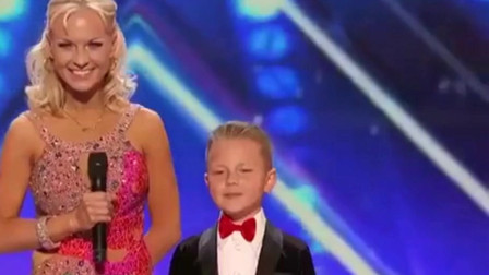 外国达人秀:精彩的舞蹈,美女与儿子一起跳舞
