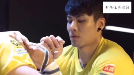 魏思澄掰手腕掰断的视频:祝早日康复,赢回冠