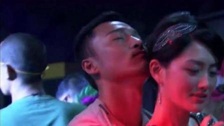 带泪梨花:美女第一次来酒吧,没想到碰到老手