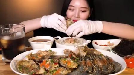 吃播:韩国美女吃货试吃生腌辣螃蟹,满满一大盘,吃得超级爽!