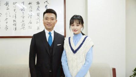 郑爽晒与康辉合影:小时候看着他的电视长大
