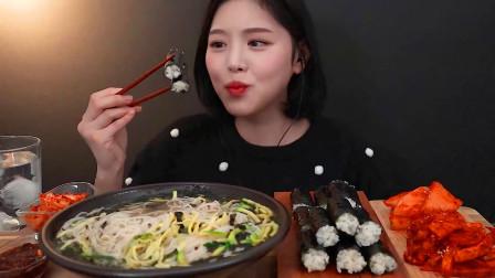 韩国美女吃播,泡菜面条配寿司,咋吃的这么香