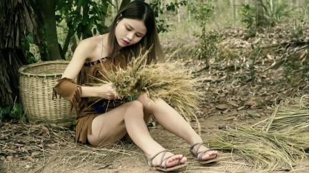 美女荒野生存制作一个扫把
