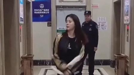 当保安看到美女跳舞后,下一秒曾经的王者闪亮