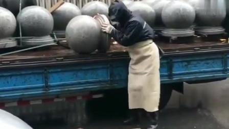 都知道这个球有多重吧,师傅是个聪明人,想得