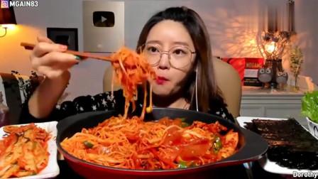 韩国大胃王美女真的很能吃辣呢,看她吃得真香