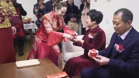 湖北婚礼,28岁硕士美女,恋上24岁小伙,辍学回家结婚,新郎农村很穷,放弃学业,值吗?