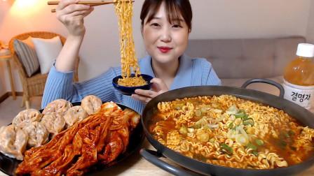 """韩国美女吃播:""""一大锅香辣拉面+超辣泡菜韩式"""