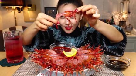 吃播:韩国美女吃货试吃北极红虾刺身,这满满