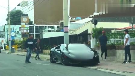 恶搞:爬到路人的豪车上玩自拍!气的车主想骂娘