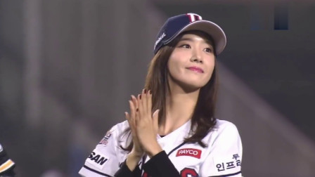 韩国美女林允儿,棒球赛开球,超帅气