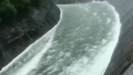 看着这条河,我仿佛看到了商机