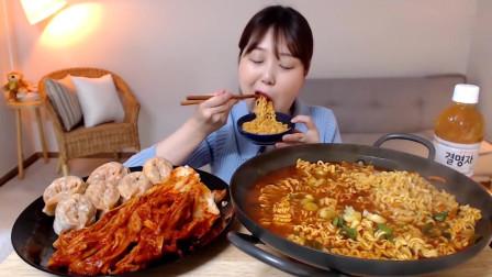 吃播:韩国美女吃货试吃葱花泡面,配上辣白菜