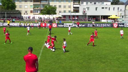 真刺激,中国足球小将在欧洲战场勇敢拼抢!