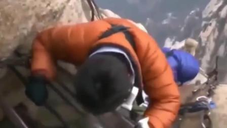 日本综艺节目 挑战中国华山长空栈道走一半吓得
