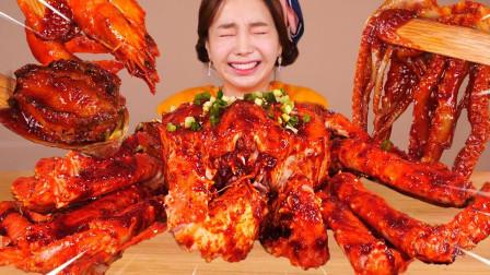 韩国美女吃播,吃巨型帝王蟹露出真面目,网友