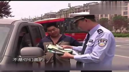 司机做出不文明举动,民警上前幽默询问:不打