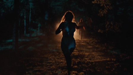 俩人在树林里追逐,男子意外捅伤美女,为减轻她的痛苦将其立即处死