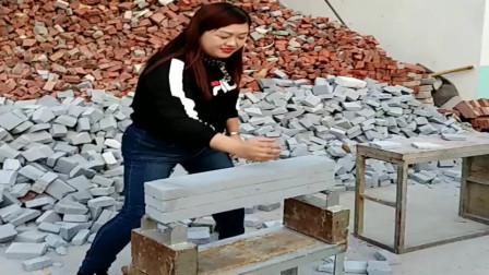美女身后的碎砖,证明了自己的实力!一个人养活了一个砖厂!