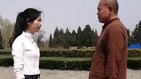 少林擒拿术:美女教学少林防身术,被抓手后学会这招轻松制服歹徒