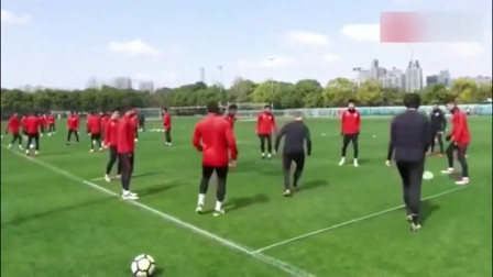 中国足球最可惜的天才,谢晖当年踢球是啥水平?上港赛前热身这几下足以让现在的国脚汗颜吧!