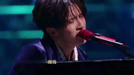 薛之谦自弹自唱这首成名曲,音乐响起,忍不住听到掉泪