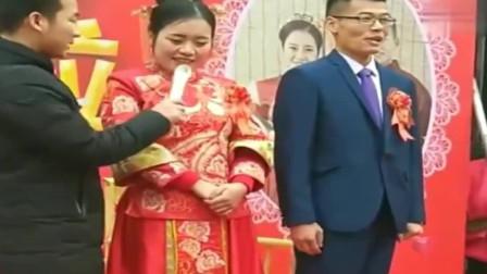 搞笑婚礼:这司仪又来了,多么老实的一对夫妻被司仪逗得不好意思