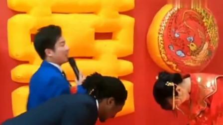 搞笑婚礼:知道新娘为何要嫁给非洲小伙了?这是爱情样子,司仪笑了